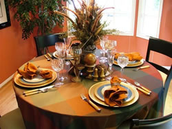 Autumn Table Setting Ideas decorate the whole room Round Tables Always Seem To Look Dressiest When Covered With A Tablecloth Depending On The Tables Base Go To The Floor Or Stay Short To Show Off Details