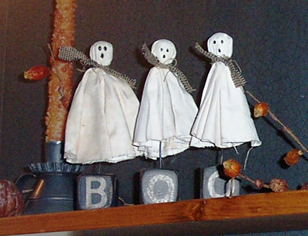 Mini Halloween Ghosts - MattandShari.com